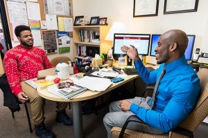 A college scholar advisor meets with an undergraduate student.