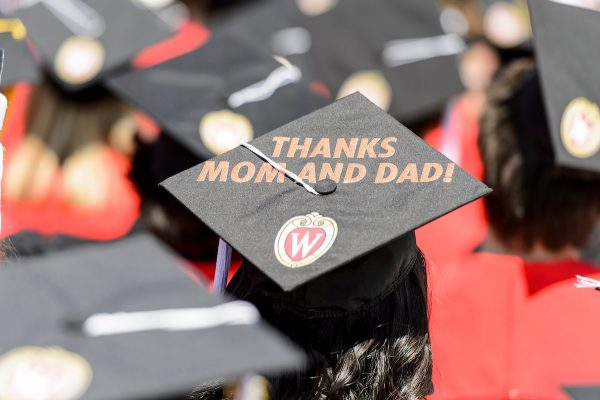 "A graduation cap displaying a personal message of ""thanks mom and dad."""