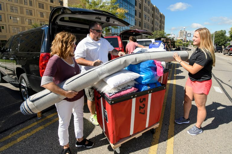 With the help of family members, student Amanda Elert moves in at Sellery Residence Hall.